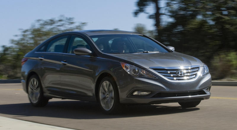 Rent Hyundai Sonata photo 3