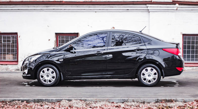 Rent Hyundai Accent  photo 3