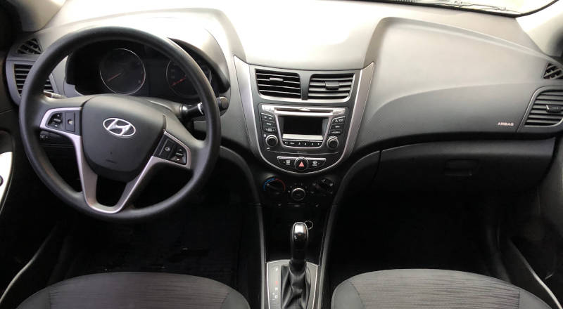 Rent Hyundai Accent  photo 4