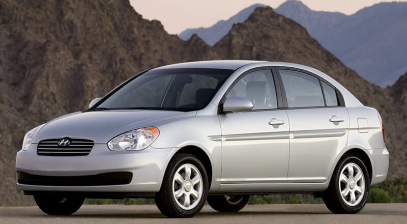 Rent Hyundai Accent MC photo 1