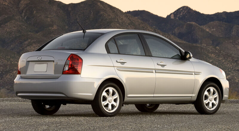 Rent Hyundai Accent MC photo 2