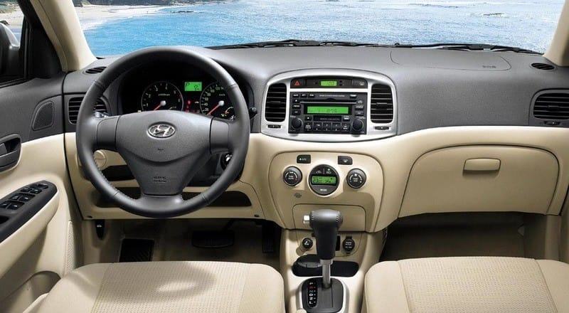 Rent Hyundai Accent MC photo 4