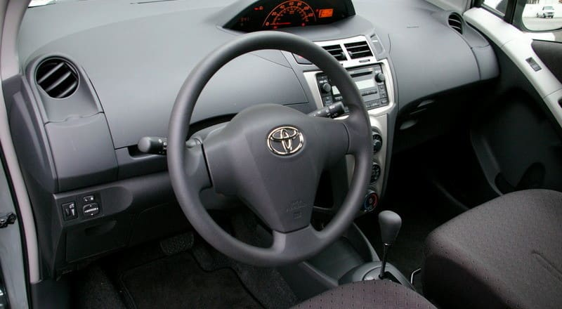 Rent Toyota Yaris photo 4