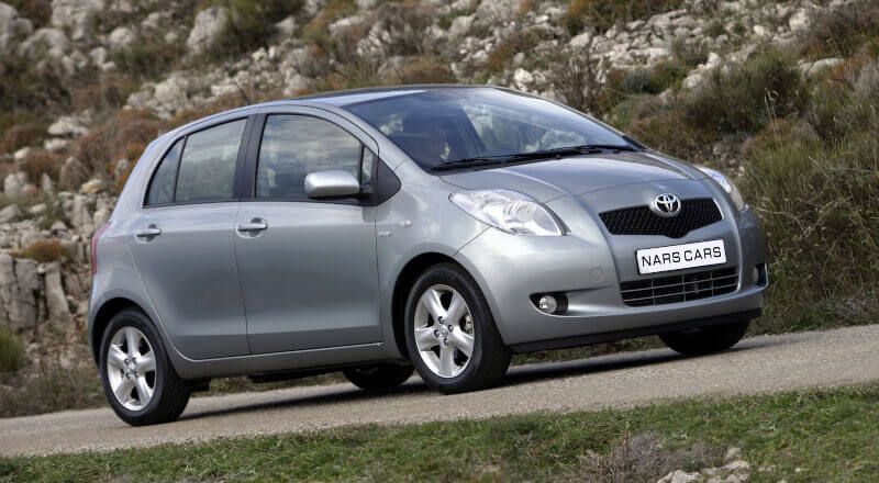 Rent Toyota Yaris photo 3