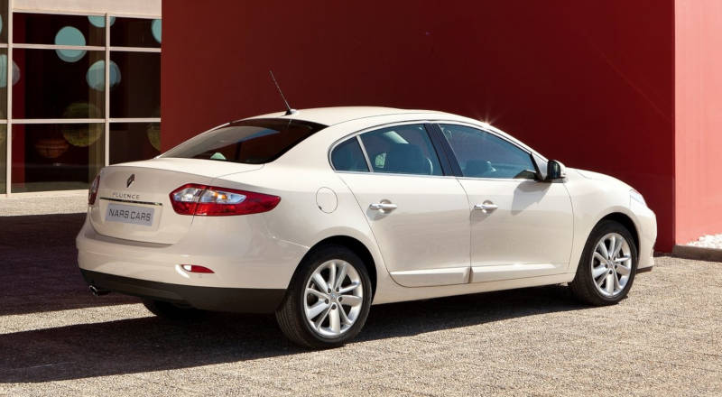 Rent Renault Fluence photo 2
