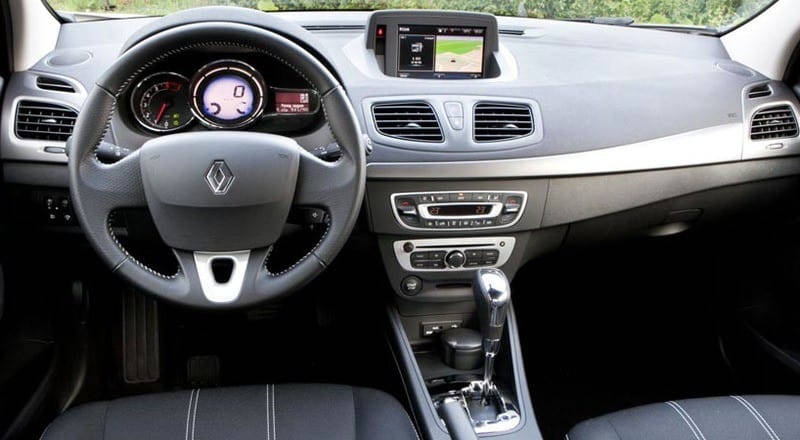Rent Renault Fluence photo 4