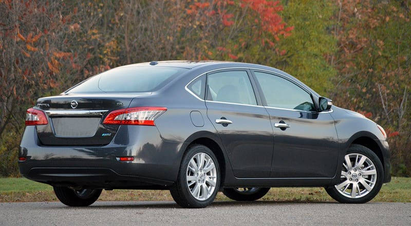 Rent Nissan Sentra photo 2