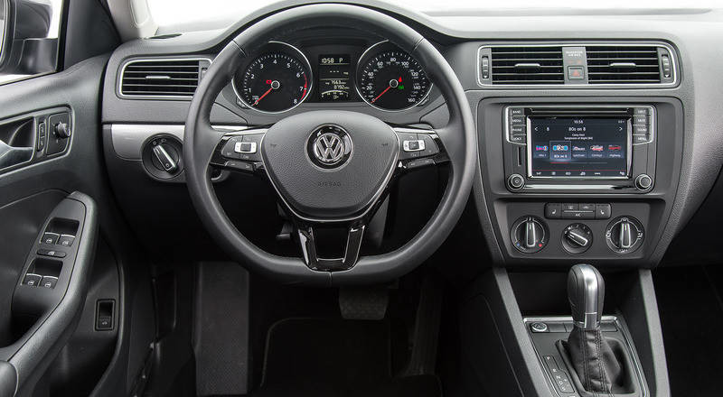 Rent Volkswagen Jetta photo 4
