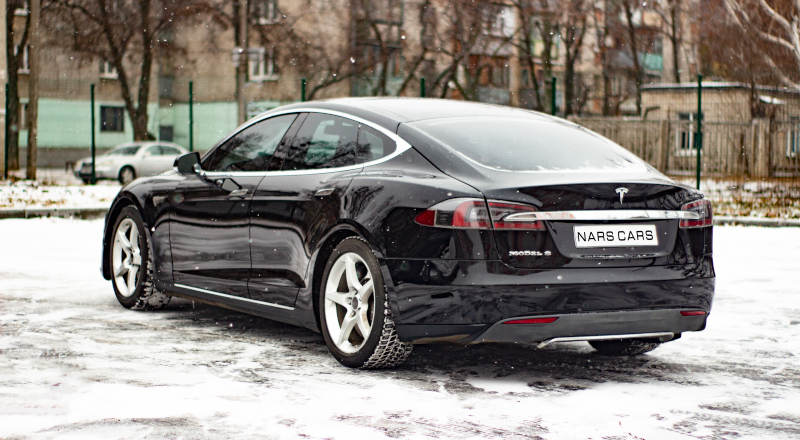 Rent Tesla model S photo 2