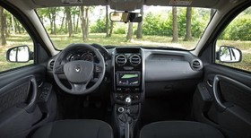 Renault Duster - image 4 - Narscars