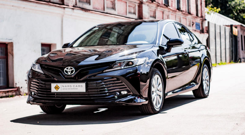 Rent Toyota Camry 70 photo 1