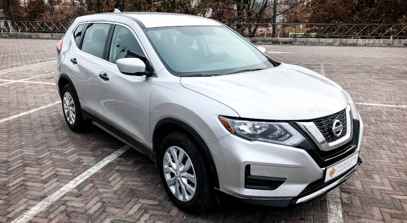 Rent Nissan Rogue photo 1