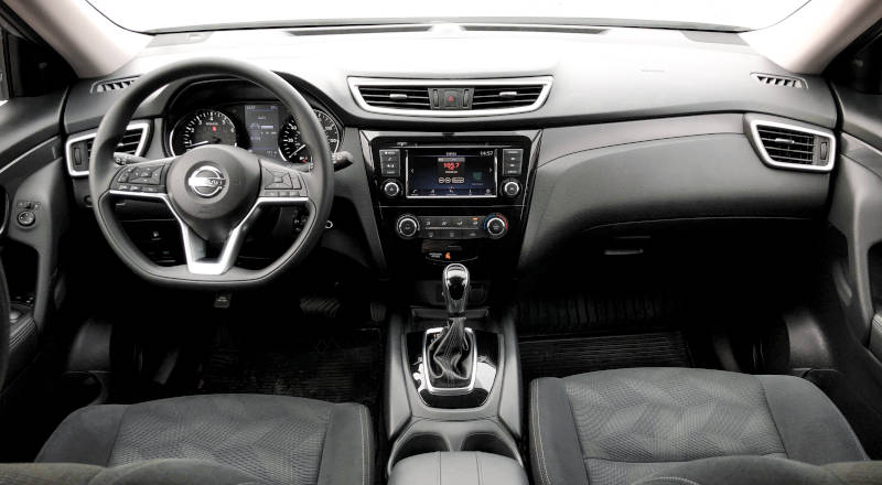 Rent Nissan Rogue photo 4