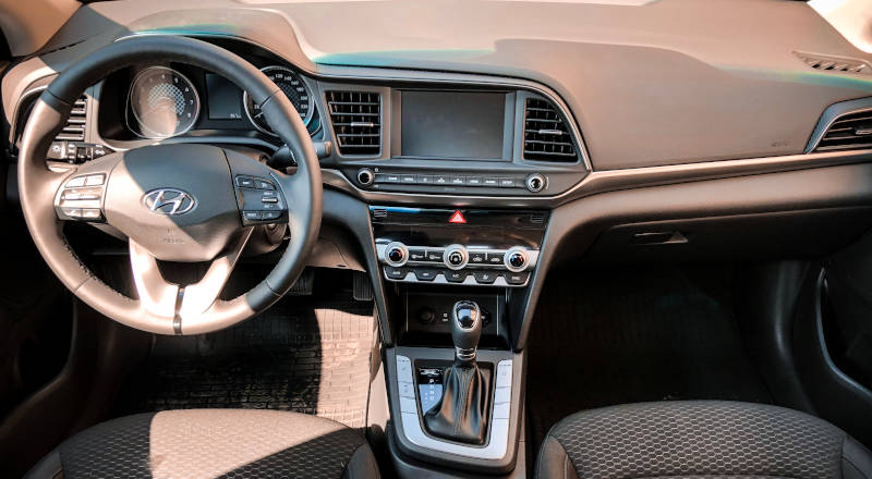 Rent Hyundai Elantra 2019 photo 4