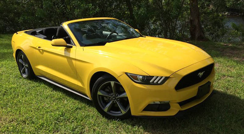 Rent Ford Mustang Cabrio photo 1