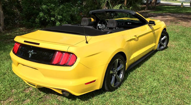 Rent Ford Mustang Cabrio photo 2