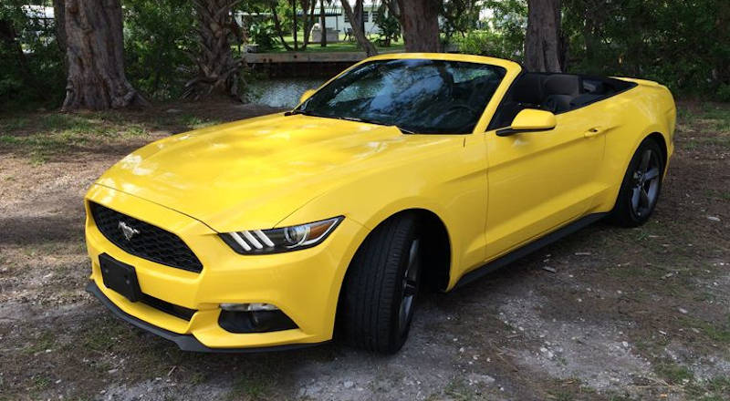 Rent Ford Mustang Cabrio photo 3