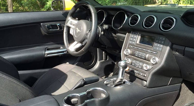 Rent Ford Mustang Cabrio photo 4