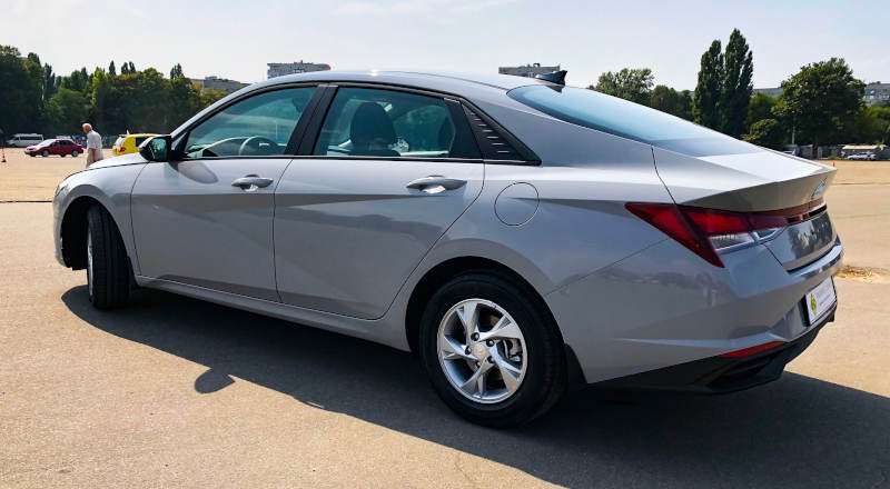 Rent Hyundai Elantra 2021 photo 2