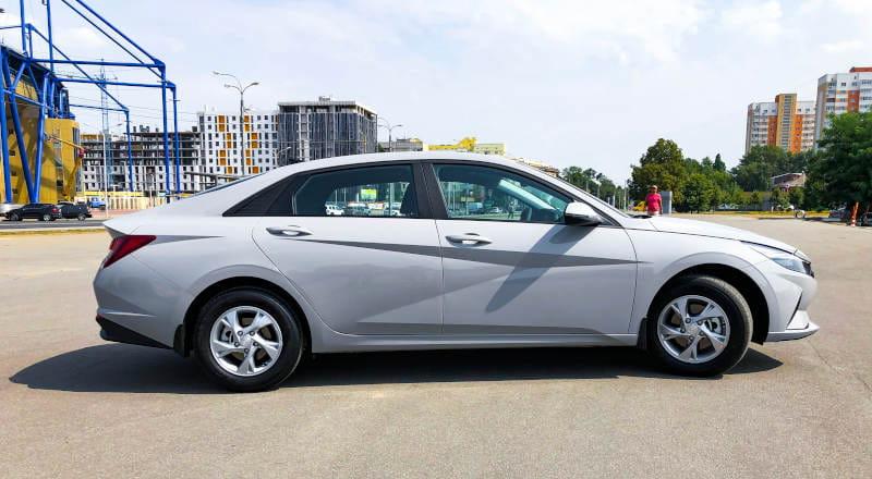 Rent Hyundai Elantra 2021 photo 3