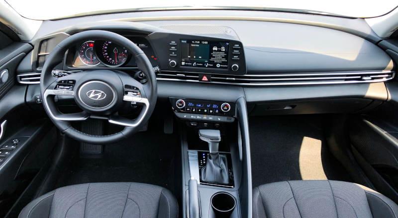 Rent Hyundai Elantra 2021 photo 4